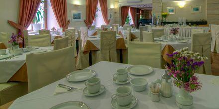 Frukostrestaurang på hotell Fortezza i Rethymnon på Kreta, Grekland.