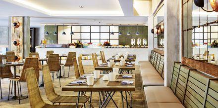 Restaurangen på Four Points By Sheraton Bali Kuta på Bali, Indonesien.