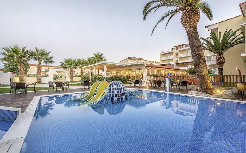 Poolområdet på hotell Galaxy Beach Resort i Laganas, Zakynthos.