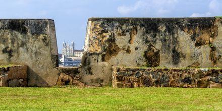 De höga murarna på Galle Fort.