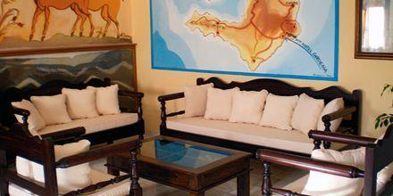 Lobbyn på hotell Gardenia på Santorini, Grekland.