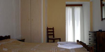 Enrumslägenhet på hotell Gardenia på Santorini, Grekland.