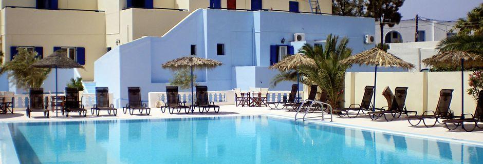 Poolen på Hotell Gardenia på Santorini, Grekland.