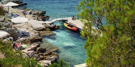 Stranden vid Gava Waterman Resort Milna, Brac, Kroatien.