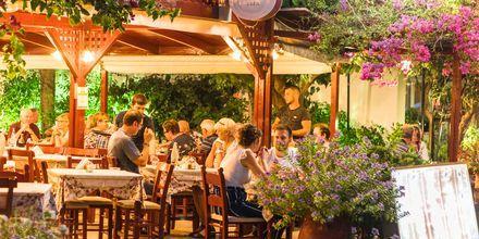 Mysig restaurang i Georgiopolis på Kreta, Grekland.