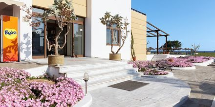 Entré på hotell Geraniotis Beach i Platanias på  Kreta, Grekland.