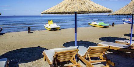 Stranden vid Germany Hotel, Durres Riviera i Albanien.
