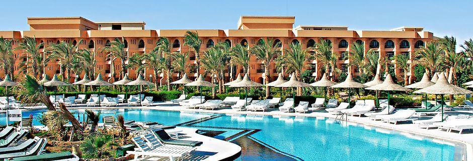 Poolområdet på hotell Giftun Azur Resort i Hurghada, Egypten.
