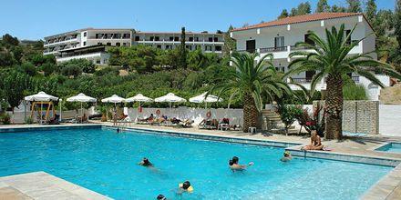 Poolområde på hotell Glicorisa Beach i Pythagorion, Samos.