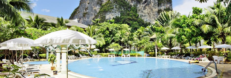 Poolen på Golden Beach Resort i Ao Nang i Krabi, Thailand.