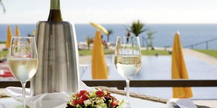 Njut av goda drinkar på hotell Golden Residence, Madeira.
