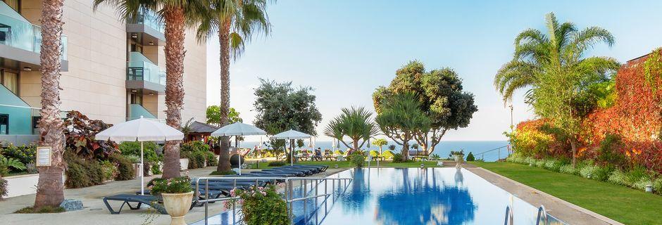 Poolområdet på hotell Golden Residence, Madeira.
