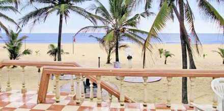 Stranden vid hotell Golden Star Beach i Negombo på Sri Lanka.