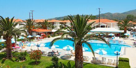 Poolområdet vid hotell Golden Sun, Zakynthos.