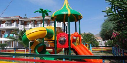 Lekplatsen vid hotell Golden Sun, Zakynthos.