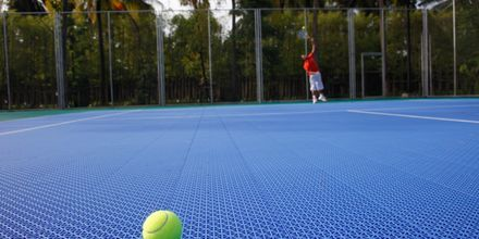 Tennis på Graceland Khao Lak Resort, Thailand.