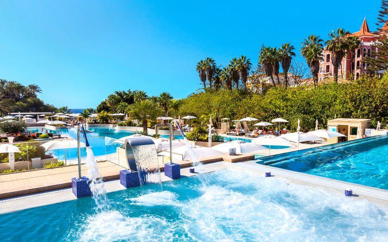 Poolområde på hotell Gran Tacande Wellness & Relax på Teneriffa.