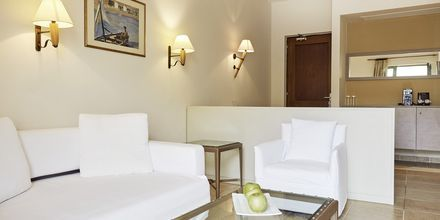 Juniorsvit superior på hotell Grand Bay Beach Resort på Kreta, Grekland.