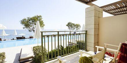 Juniorsvit med poolaccess på hotell Grand Bay Beach Resort på Kreta, Grekland.