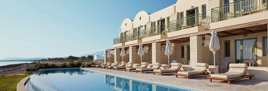 Poolområdet på hotell Grand Bay Beach Resort på Kreta, Grekland.