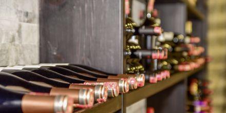 Albanska viner på Grand Hotel i Saranda, Albanien.