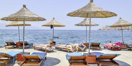 Stranden vid Grand Hotel i Saranda, Albanien.