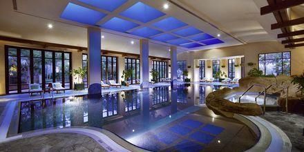 Inomhuspoolen på hotell Grand Hyatt, Dubai.