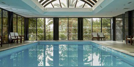 Inomhuspool på hotell Grecian Bay, Cypern.