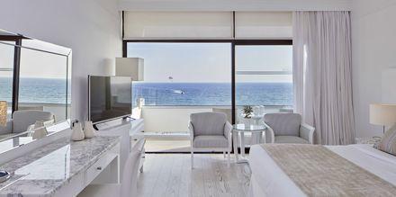 Dubbelrum med havsutsikt på hotell Grecian Bay, Cypern.