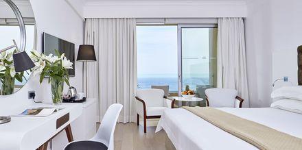 Dubbelrum med havsutsikt på hotell Grecian Park, Cypern.