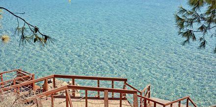 Gångvägen ner till stranden vid hotell Grecian Park, Cypern.