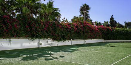Tennis på Grecian Sands, Cypern.
