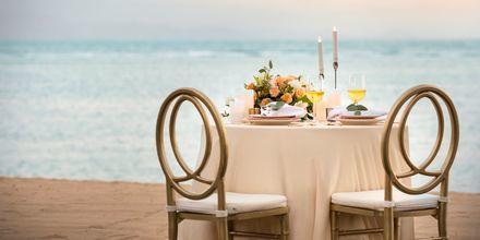 Romantisk middag vid havet på hotell Griya Santrian i Sanur, Bali.