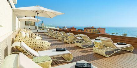 Gemensam terrass för deluxerummen på hotell H10 Conquistador i Playa de las Americas, Teneriffa.
