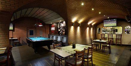 Bar på hotell Habtoor Grand Resort, Autograph Collection i Dubai.