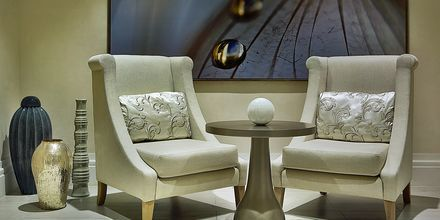 Lounge på hotell Habtoor Grand Resort, Autograph Collection i Dubai.