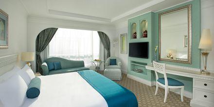 Deluxerum på hotell Habtoor Grand Resort, Autograph Collection i Dubai.