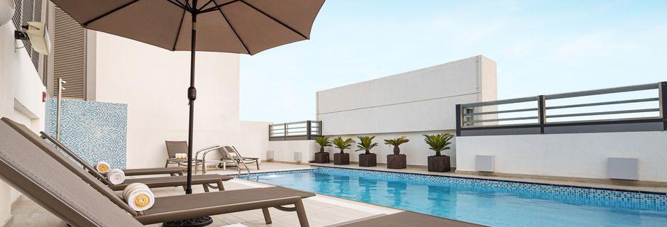 Pool på Hampton by Hilton Dubai al Barsha i Dubai, Förenade Arabemiraten.