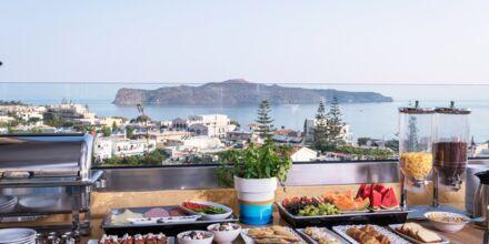 Frukostbuffén på hotell Hermes i Kato Stalos, Kreta.