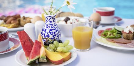 Köp till frukost på hotell Hermes i Kato Stalos, Kreta.