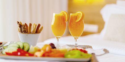 Deluxesviter med halvpension endast för vuxna över 16 år på hotell High Beach, Kreta.