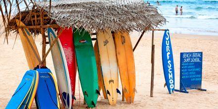 Surfing i Hikkaduwa på södra Sri Lanka.
