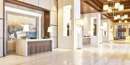 Lobbyn på Hilton Dubai al Habtoor City i Dubai.