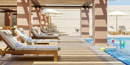 Barnsektion vid poolen på hotell Hilton Dubai al Habtoor City.