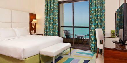 Trerumslägenhet på hotell Hilton Dubai The Walk i Dubai, Förenade Arabemiraten.