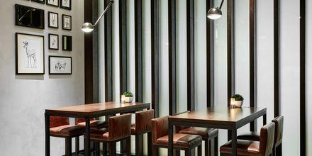 Bar på hotell Hilton Garden Inn Mall of the Emirates i Dubai Al Barsha i Dubai, Förenade Arabemiraten.