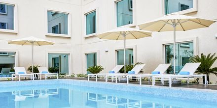 Pool på hotell Hilton Garden Inn Mall of the Emirates i Dubai Al Barsha i Dubai, Förenade Arabemiraten.