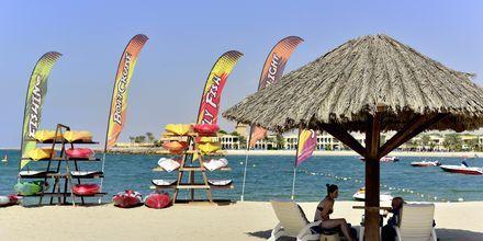 Vattensporter på stranden vid hotell Hilton Ras Al Khaimah Resort & Spa.