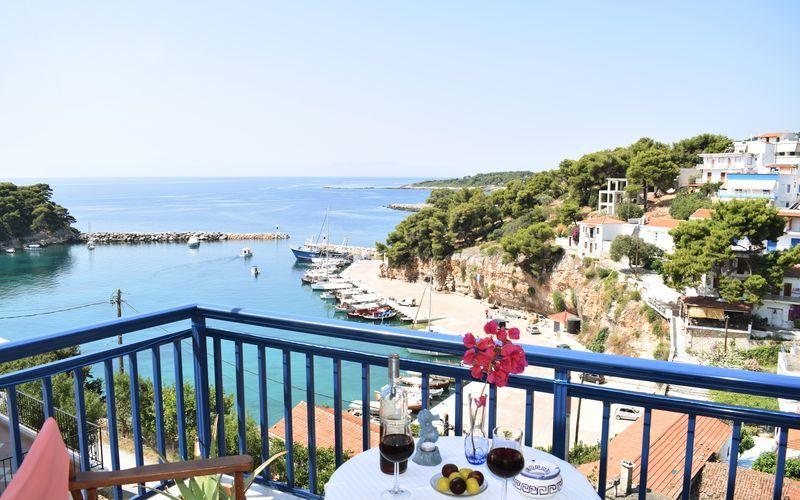 Enrumslägenhet på hotell Hippocampus på Alonissos, Grekland.
