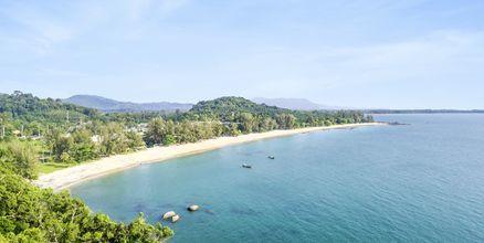 Stranden vid Hive Khaolak Beach Resort, Thailand.